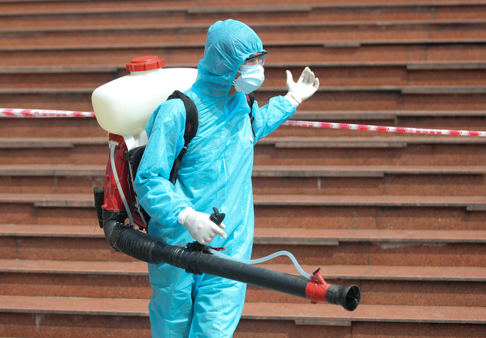 CLIP: Phong toả tòa nhà chung cư Hồ Gươm có ca dương tính SARS-CoV-2 - Ảnh 12.