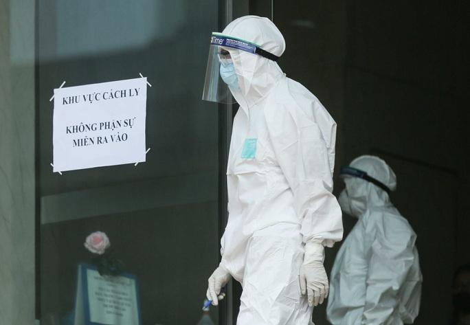 CLIP: Phong toả tòa nhà chung cư Hồ Gươm có ca dương tính SARS-CoV-2 - Ảnh 13.