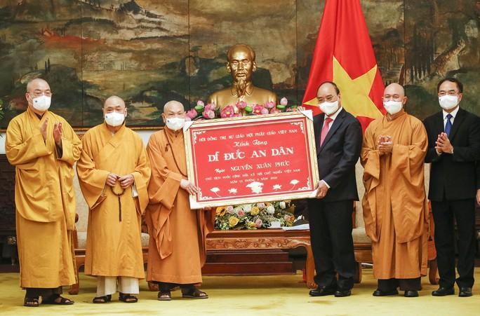 Chủ tịch nước Nguyễn Xuân Phúc tiếp đoàn Giáo hội Phật giáo Việt Nam - Ảnh 1.