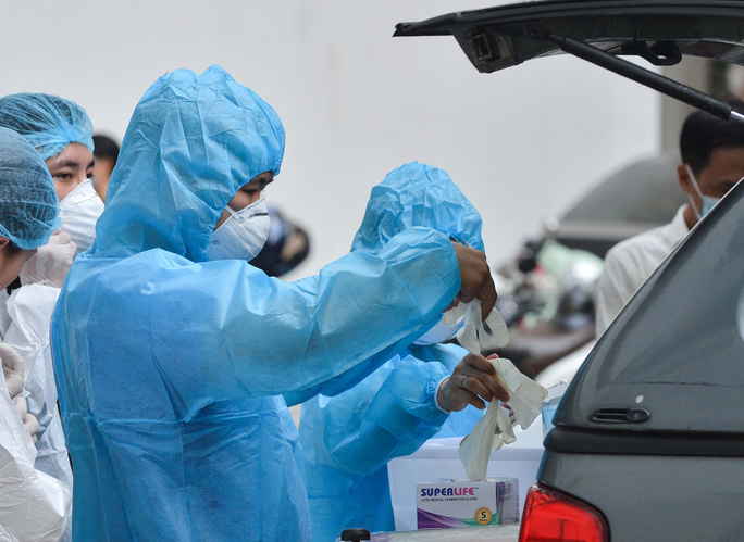 KHẨN: Yêu cầu xử lý Giám đốc trốn khai báo sau đó dương tính SARS-CoV-2 - Ảnh 1.