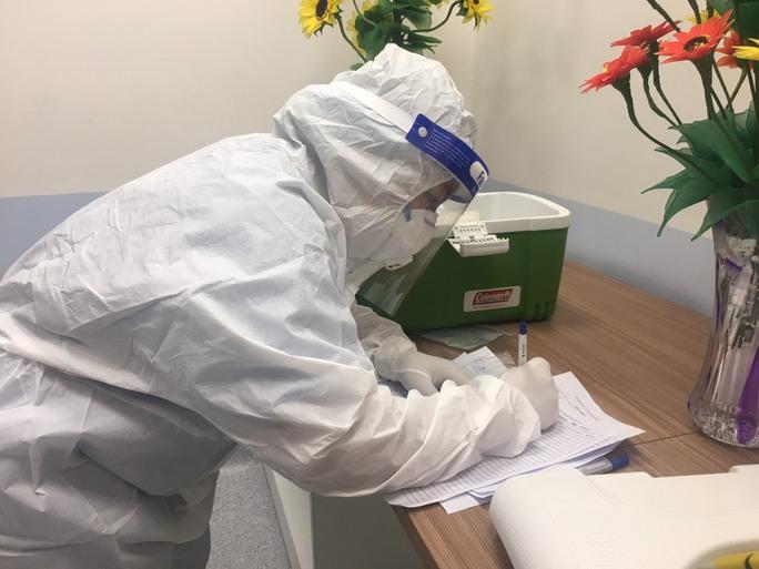 Công bố hàng ngàn kết quả xét nghiệm giám sát người từ các tỉnh, thành đến TP HCM - Ảnh 1.