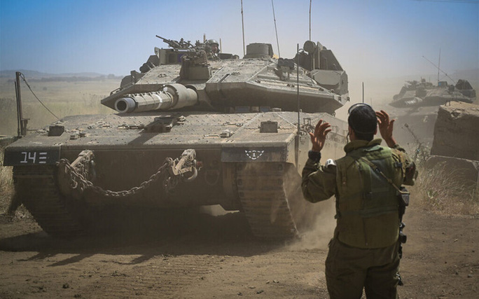Khói lửa ngập trời, Israel dồn quân ra biên giới - Ảnh 2.