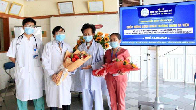 Bệnh viện trích quỹ hỗ trợ cứu sống người thợ xây mắc bệnh hiểm nghèo - Ảnh 1.
