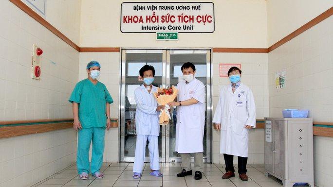 Bệnh viện trích quỹ hỗ trợ cứu sống người thợ xây mắc bệnh hiểm nghèo - Ảnh 2.