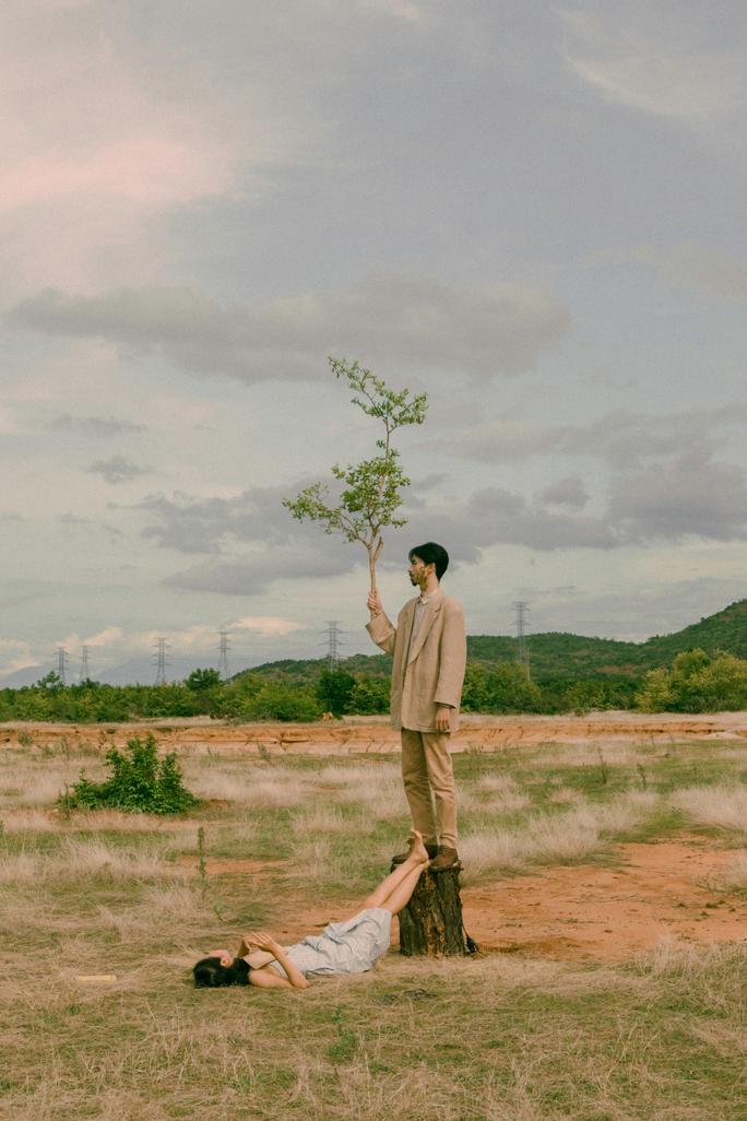 Đen Vâu tái xuất mùa dịch, râu mọc rễ cây - Ảnh 2.