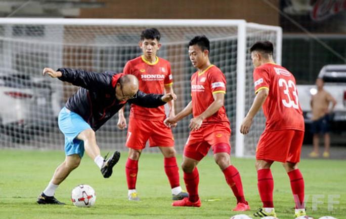 Đội tuyển Việt Nam cẩn trọng với thẻ phạt - Ảnh 1.