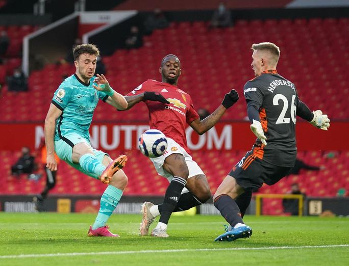 Đại tiệc 6 bàn thắng, Man United lại gục ngã sân nhà - Ảnh 1.