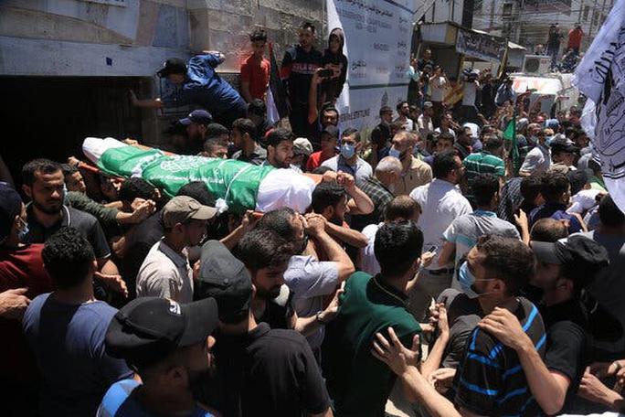 Bộ binh Israel bắt đầu tấn công Gaza, căng thẳng leo thang - Ảnh 3.