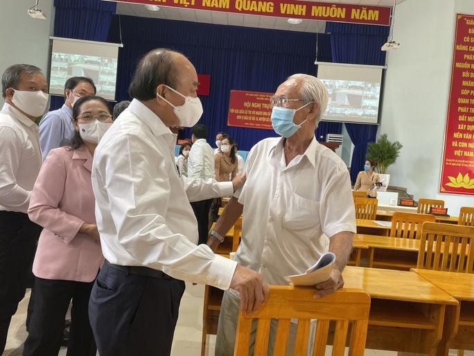 Chủ tịch nước Nguyễn Xuân Phúc chỉ ra điểm nghẽn của huyện Hóc Môn, Củ Chi - Ảnh 1.