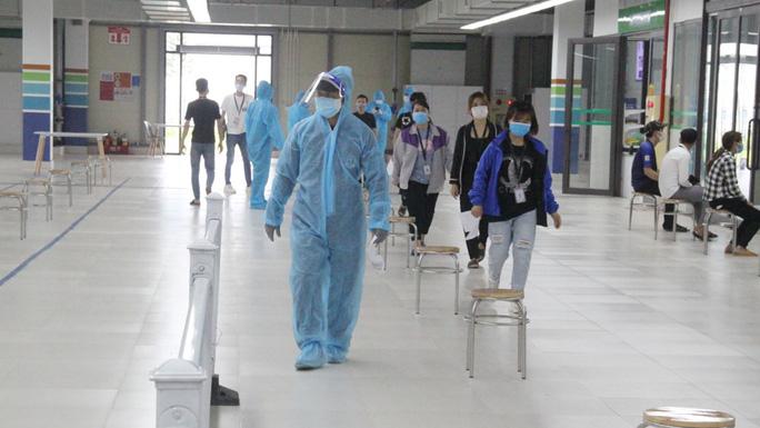 Thêm hàng chục ca dương tính SARS-CoV-2, ổ dịch công ty Hosiden có 35 ca - Ảnh 1.