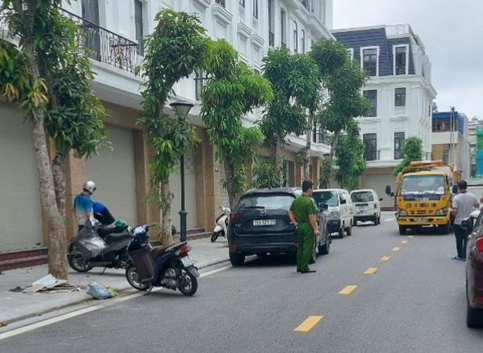 Tạm giữ một số đối tượng vụ dùng ôtô truy đuổi, tông vào xe máy, 2 người tử vong - Ảnh 1.