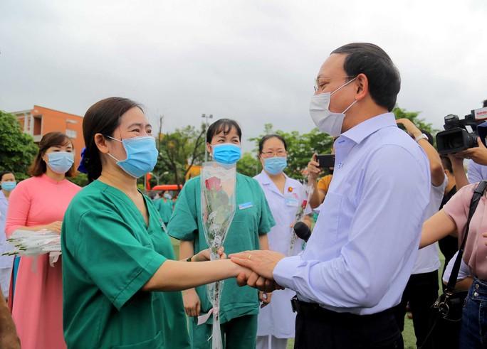 200 bác sĩ, nhân viên y tế Quảng Ninh chi viện cho Bắc Giang - Ảnh 3.