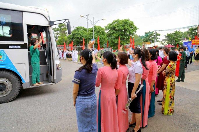 200 bác sĩ, nhân viên y tế Quảng Ninh chi viện cho Bắc Giang - Ảnh 1.