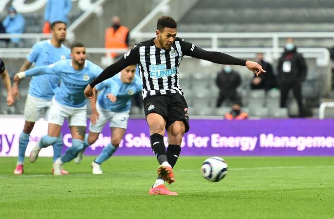 Rượt đuổi 7 bàn tại St.James's Park, sao trẻ Man City lập hat-trick mừng tân vương - Ảnh 4.