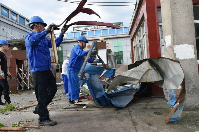 Trung Quốc: Lốc xoáy càn quét 2 thành phố, hàng trăm người thương vong - Ảnh 3.