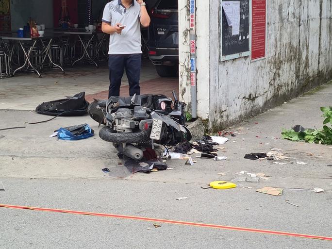 Điều tra vụ ôtô truy đuổi, tông thẳng vào xe máy, 2 người tử vong - Ảnh 2.