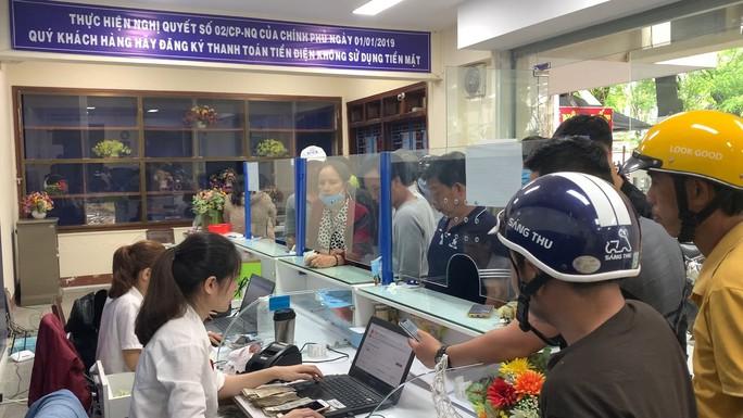 Xóa điểm thu tiền điện tại trụ sở điện lực TP Quảng Ngãi - Ảnh 1.