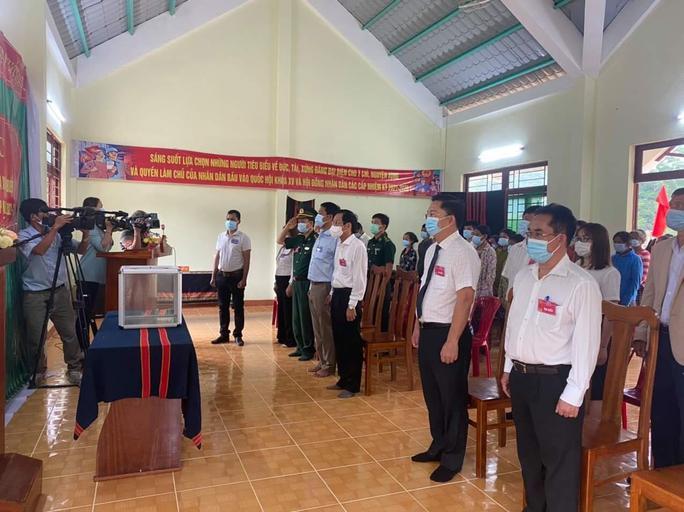 Cử tri vùng biên giới Quảng Nam hân hoan đi bầu cử sớm - Ảnh 6.