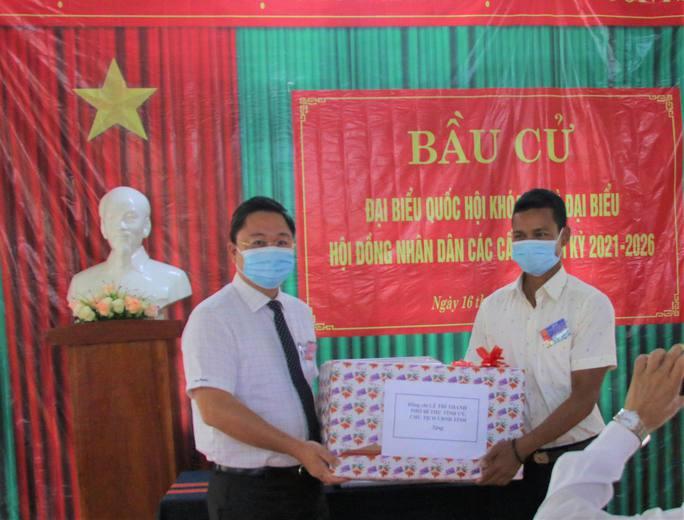 Cử tri vùng biên giới Quảng Nam hân hoan đi bầu cử sớm - Ảnh 5.