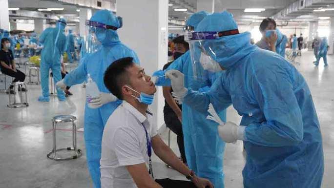 Phát hiện thêm 114 ca dương tính SARS-CoV-2 tại 2 ổ dịch nguy hiểm - Ảnh 1.
