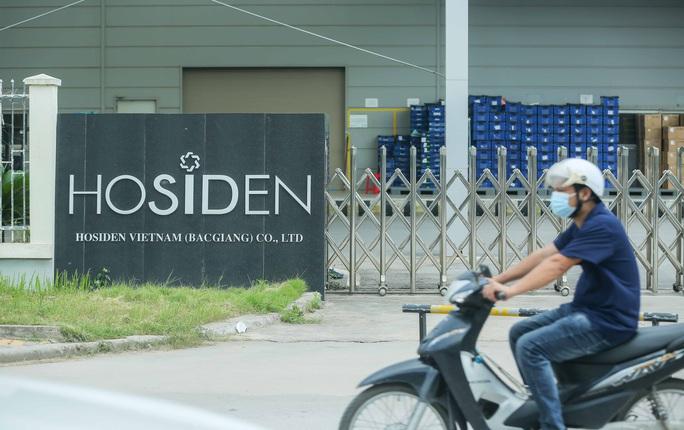 CLIP: Cận cảnh phong toả công ty Hosiden, ổ dịch có gần 200 ca mắc Covid-19 - Ảnh 3.