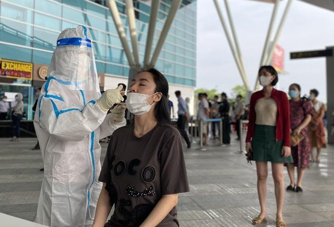 7 chuyên gia Trung Quốc cách ly xong không vào Quảng Ngãi mà đến Đà Nẵng lưu trú - Ảnh 1.