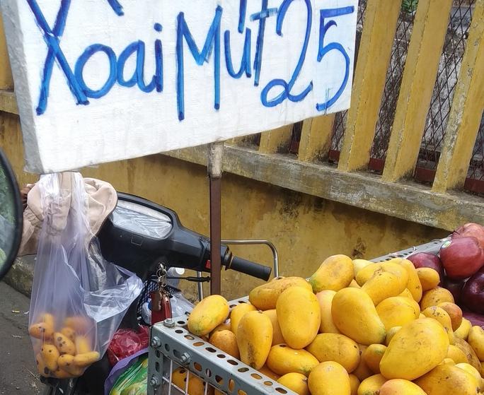 Nghịch lý xoài mút Trung Quốc bán chạy giữa lúc xoài Việt Nam thu hoạch rộ - Ảnh 3.