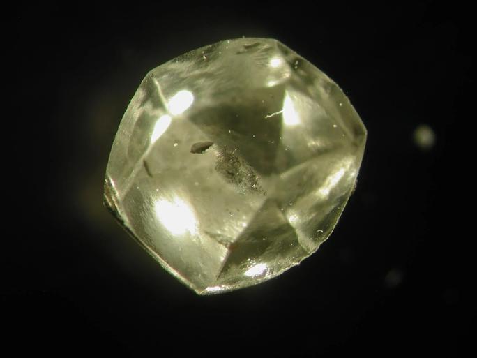 Viên kim cương quý nhất thế giới ẩn giấu cách Trái Đất hình thành - Ảnh 1.