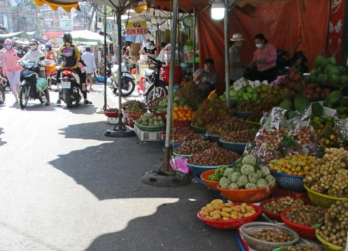 Nghịch lý xoài mút Trung Quốc bán chạy giữa lúc xoài Việt Nam thu hoạch rộ - Ảnh 2.