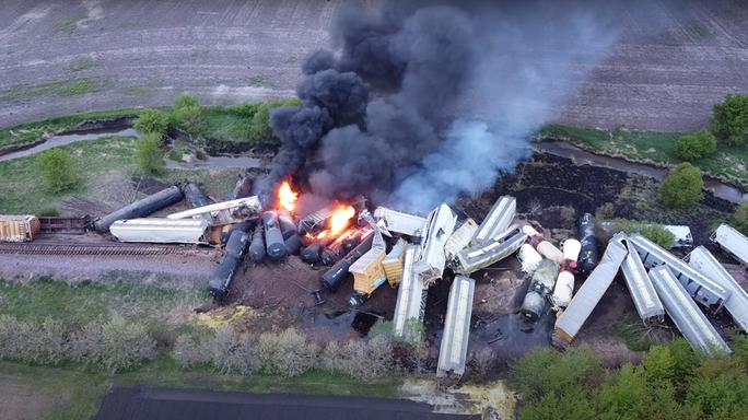Mỹ: Liên tiếp 3 đoàn tàu hoả bị trật bánh - Ảnh 1.