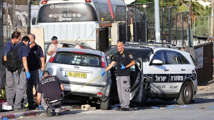 Lao xe vào cảnh sát Israel, tài xế Palestine bị bắn chết - Ảnh 1.