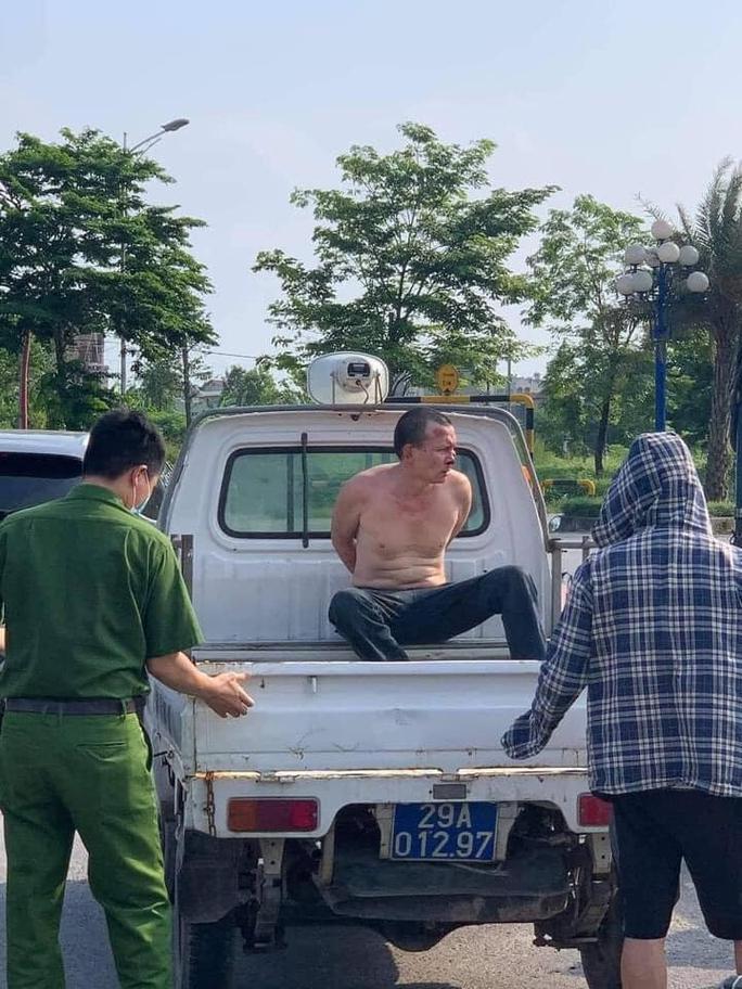 Tìm 1 người dân để khen thưởng trong vụ đại uý công an đứng nhìn dân bắt cướp - Ảnh 2.
