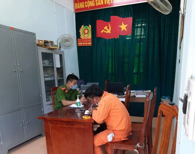 Giả danh nhân viên điện lực Quảng Bình đi bán dây điện rởm - Ảnh 1.