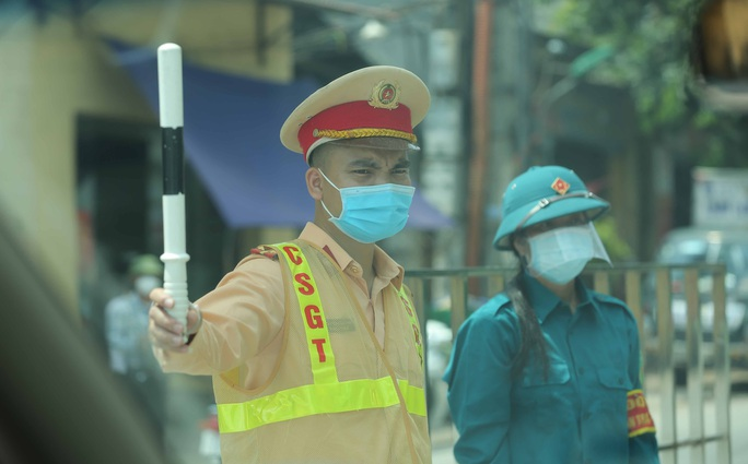 CLIP: Lập chốt giãn cách xã hội toàn huyện Việt Yên có ổ dịch Công ty Hosiden - Ảnh 3.
