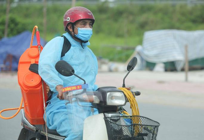 CLIP: Lập chốt giãn cách xã hội toàn huyện Việt Yên có ổ dịch Công ty Hosiden - Ảnh 13.