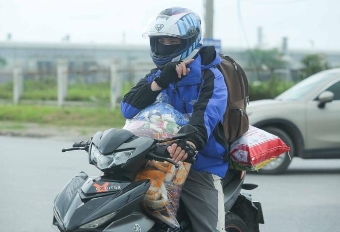 CLIP: Lập chốt giãn cách xã hội toàn huyện Việt Yên có ổ dịch Công ty Hosiden - Ảnh 11.