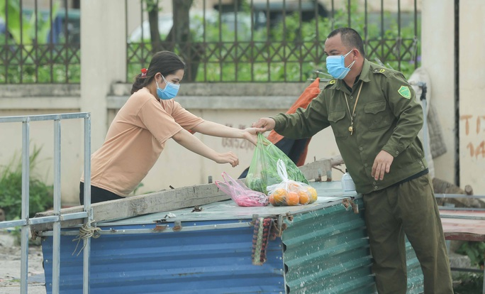 CLIP: Lập chốt giãn cách xã hội toàn huyện Việt Yên có ổ dịch Công ty Hosiden - Ảnh 17.