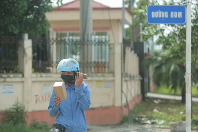 CLIP: Lập chốt giãn cách xã hội toàn huyện Việt Yên có ổ dịch Công ty Hosiden - Ảnh 15.