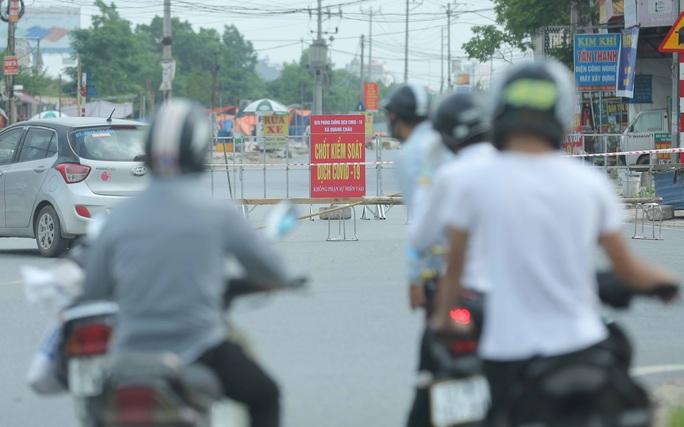 CLIP: Lập chốt giãn cách xã hội toàn huyện Việt Yên có ổ dịch Công ty Hosiden - Ảnh 12.