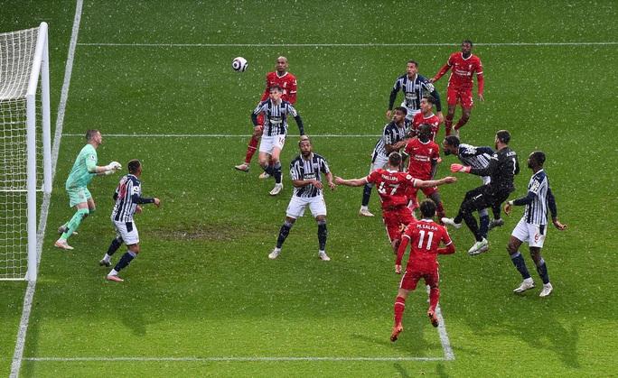 Ngỡ ngàng người nhện Alisson ghi bàn, cứu cả mùa giải Liverpool - Ảnh 6.