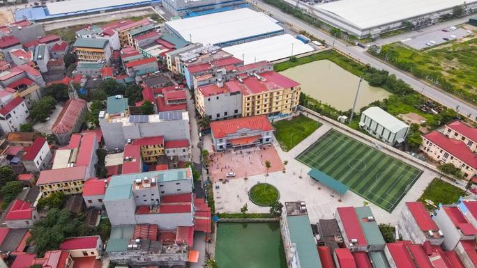 CLIP: Lập chốt giãn cách xã hội toàn huyện Việt Yên có ổ dịch Công ty Hosiden - Ảnh 2.