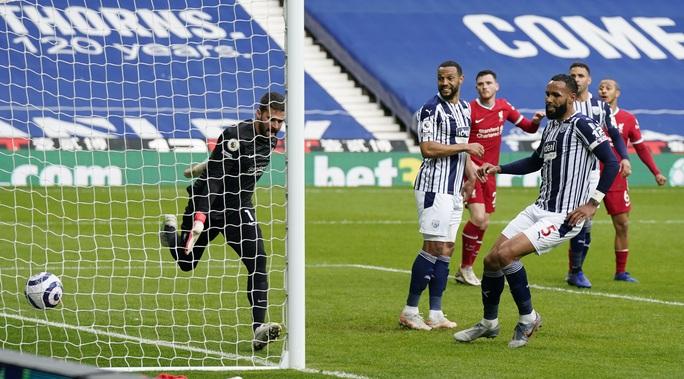 Ngỡ ngàng người nhện Alisson ghi bàn, cứu cả mùa giải Liverpool - Ảnh 4.