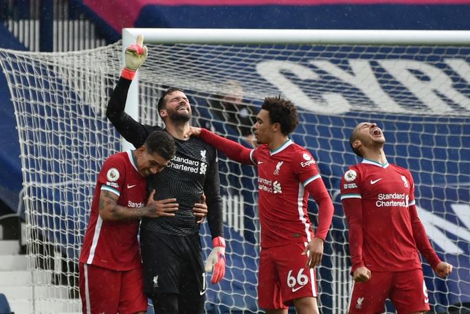 Ngỡ ngàng người nhện Alisson ghi bàn, cứu cả mùa giải Liverpool - Ảnh 7.