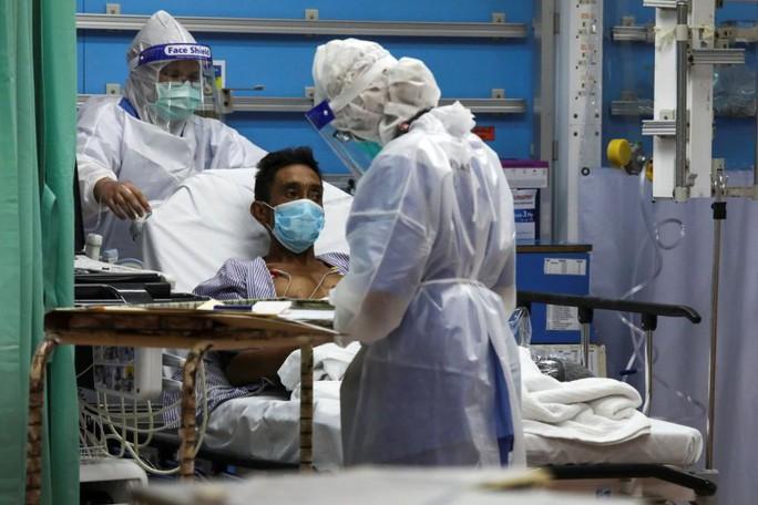 Số ca nhiễm Covid-19 ở Thái Lan tăng khủng khiếp - Ảnh 2.