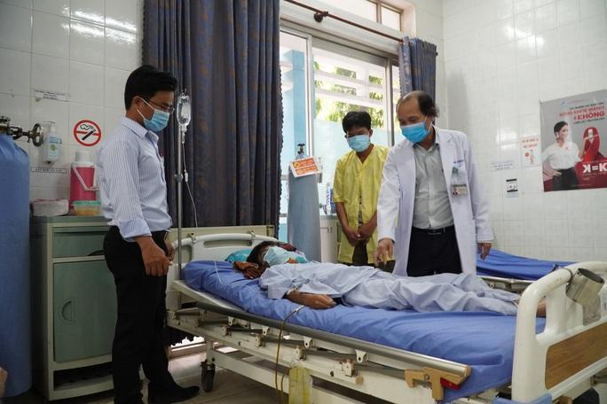 Cảm động thầy cô cùng hợp sức cứu học trò bị tai nạn nguy kịch - Ảnh 1.