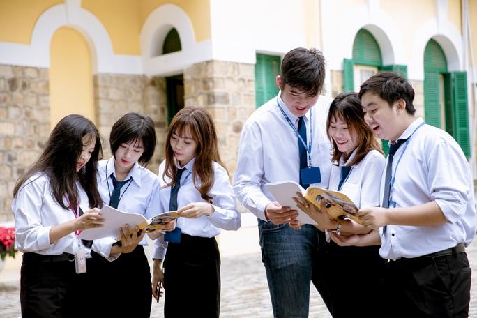 Học sinh trường nghề bắt buộc học môn toán và văn - Ảnh 1.