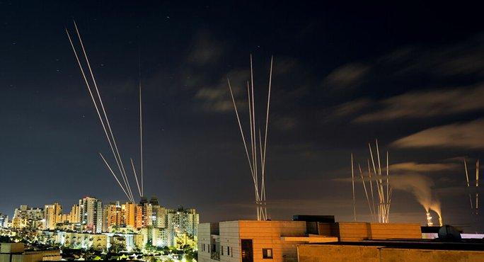 Israel lùng bệ phóng rốc-két ngầm của Hamas - Ảnh 1.