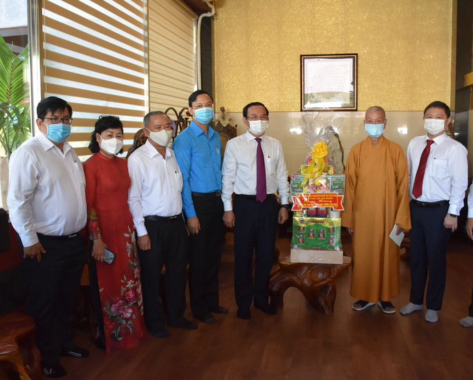 Bí thư Thành ủy TP HCM Nguyễn Văn Nên thăm và chúc mừng Đại lễ Phật đản - Ảnh 2.