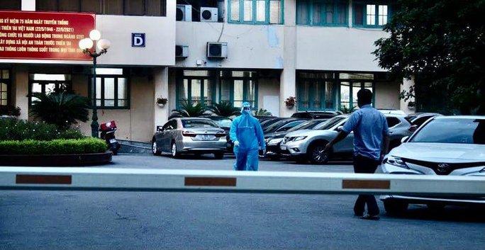 Nhân viên Văn phòng Bộ GTVT nghi mắc Covid-19, yêu cầu mọi người ở lại cơ quan - Ảnh 5.