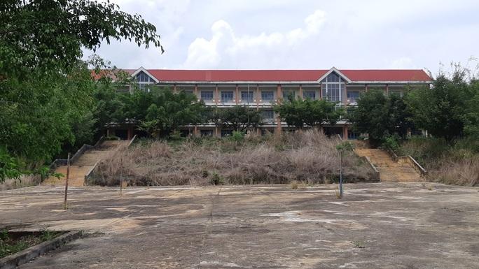 trường cấp 3 khang trang bị bỏ hoang ở tỉnh nghèo - ảnh 5.